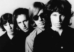 The Doors y un integrante de Nirvana se unen en un concierto benefico